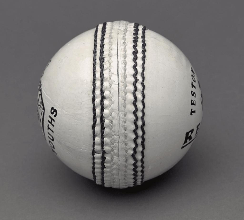 Bola branca de críquete