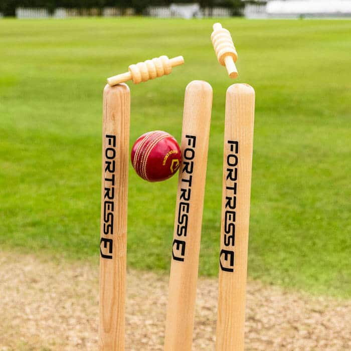 derrubar estacas no críquete