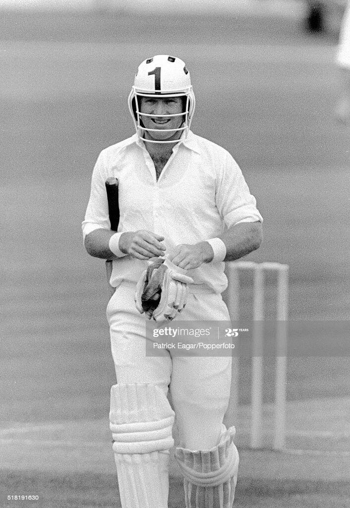 Primeiro Capacete de Críquete