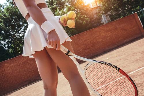 Quem saca primeiro no tênis