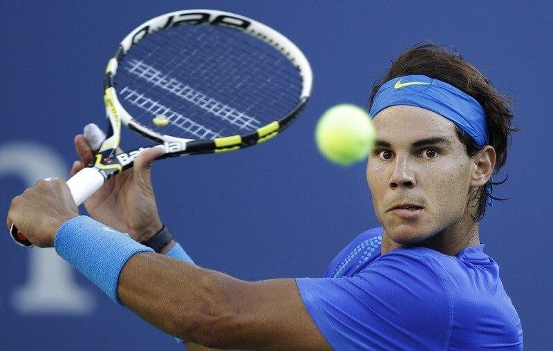 Bola de tênis no corpo