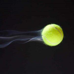 Acertar bola de tênis no ar